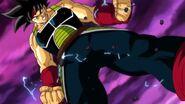 Bardock comienza su transformación de Super Saiyan