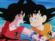 Son Goku vs replicante