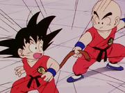 Krilin agafa cua Goku