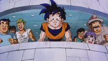 Dragon Ball Z La Minaccia del Demone Malvagio - uomo con la maglietta Super Saiyan