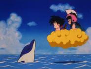 Goku y Chi-Chi con un delfín