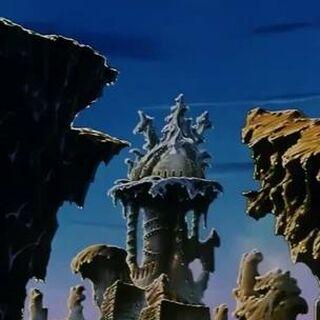 La città sul pianeta Luud con il tempio di Luud.