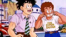 Uomo con la maglietta Super Saiyan episodio 154