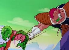 Krumbo ataca a un namekiano (1)