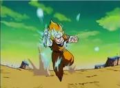 Goku desviando el ataque