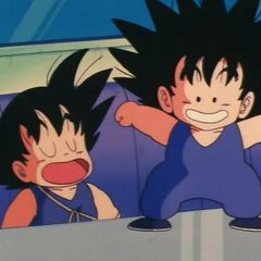 Pual che assume le sembianze di Goku bambino.