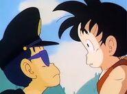 Taro Soramame observando a Goku