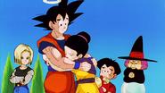Goku abraza a su esposa