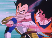 Goku golpea a Vegeta