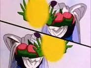 Piccolo y su doble con la granada