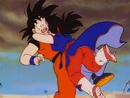 Chi-Chi abrazando a Goku