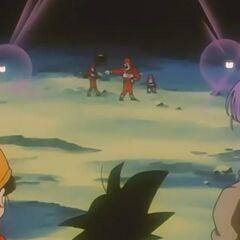 I tre fratelli che ballano difronte a Goku, Pan e Trunks perplessi.