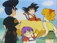 Taro Soramame detiene a Goku