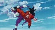 Goku colpisce Cooler