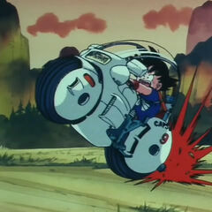 Goku che usa la moto di Bulma.