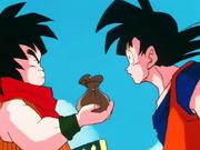 Yajirobei porta i Senzu a Goku