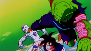 Piccolo salva Goku da Freezer