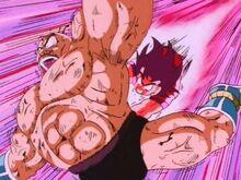 Goku golpeando a nappa