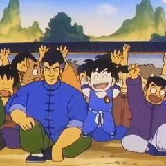 Chin e Shoken esultano per la vittoria di Son Goku.