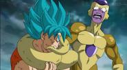 Goku muerde a Freezer en Dragon Ball Super