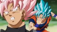 Goku usa teletransportación contra Black
