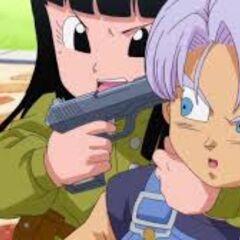 Mai che minaccia Trunks bambino con una pistola in Drago Ball Super.