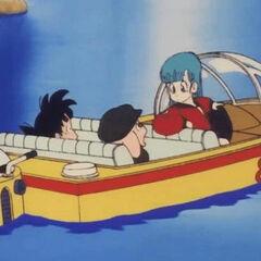 Bulma, Son Goku e Oolong a bordo di un motoscafo sul fiume.