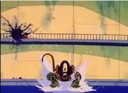 Robot atacando a Krillin