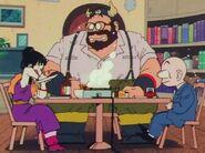 Krilin, Rey Gyuma y Chi-Chi comiendo