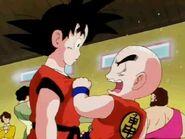 Krilin reprochandole a Goku de quien era la chica que lo saludo
