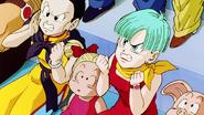 Milk y Bulma enojadas con sus hijos