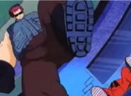 Goku apunto de pisar a Goku