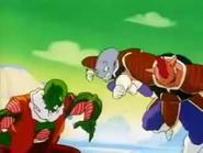 Krumbo ataca a un namekiano 2