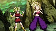 Caulifla y Kale preparadas para luchar con Goku