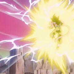 Аура Супер Сайяна 4 искрит молниями при усилении, Гоку летит к Бейби