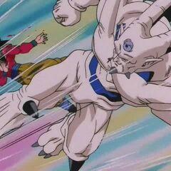 Йи Шинрон атакует Супер Сайяна 4 Гоку