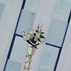 Йи Шинрон летит навстречу отброшенному Супер Сайяну 4 Гоку