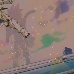 Супер Йи Шинрон промахивается в попытке ударить Супер Сайяна 4 Годжету