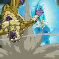 Супер Сайян Голубой Веджета повергает Золотого Фризу мощным ударом