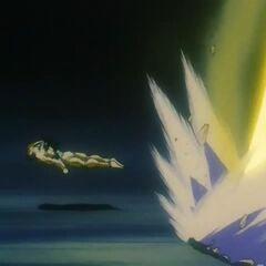 Йи Шинрон спасается от энергетического взрыва созданного усиленным Супер Сайяном 4 Гоку