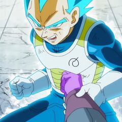 Супер Сайян Голубой Веджета ловит руку Хита сразу после удара