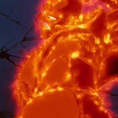 Су Шинрон, в нагретой тепловой броне, замахивается