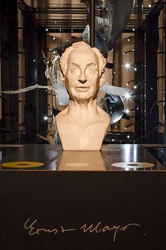 399px-Ernst Mayr - Büste - Museum für Naturkunde - Berlin