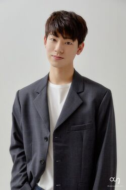 Bae Hyun Sung2