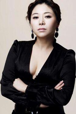 Hwang Hyo Eun3