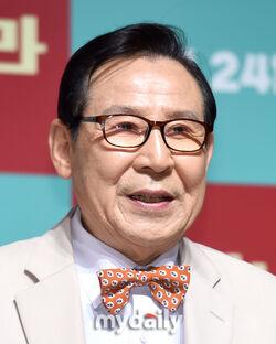 Yoon Duk Yong1