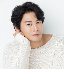 Jung Eun Woo (1986)