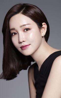 Lee Yoo Ri30