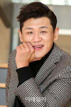 Kang Hong Suk4