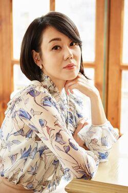 Kim Yoon Jin25